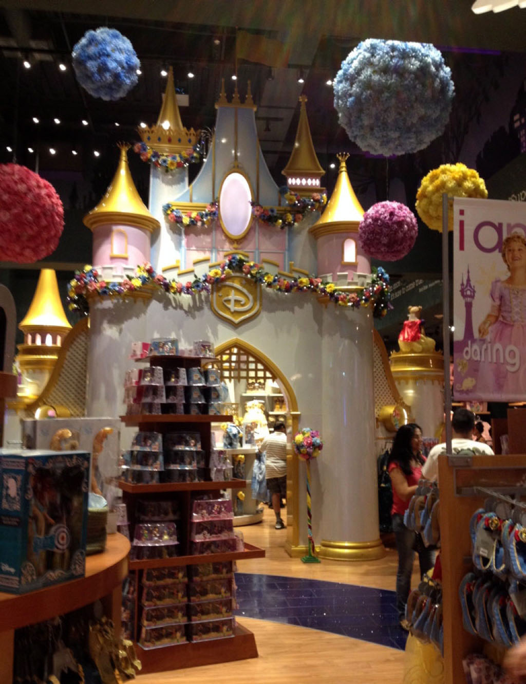 Voyage, mes incontournables pour visiter new-york, time square, disney store