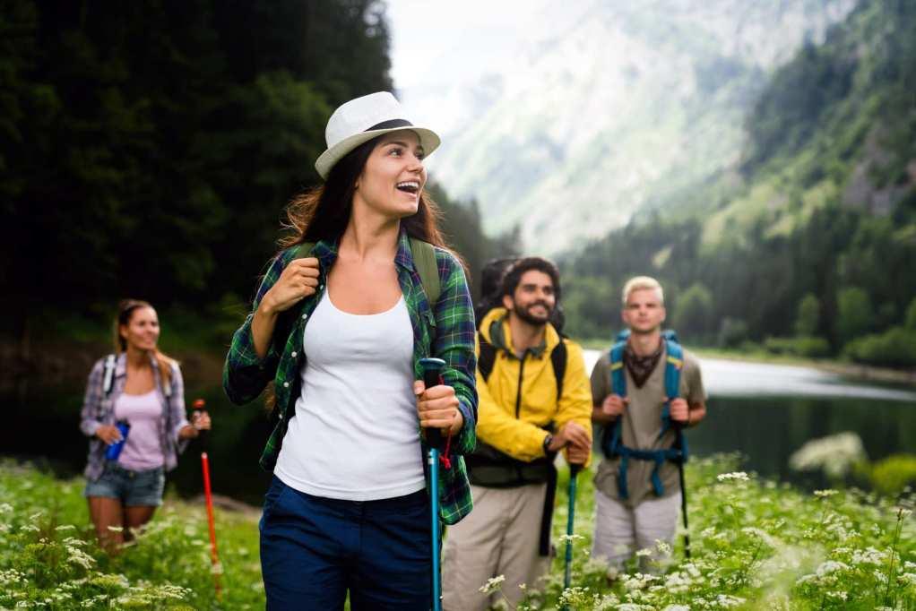 Recette simple et gourmande d'un naked cake fraise et chantilly mascarpone vanille. Une génoise et une crème légère. Idéal pour un gateau d'anniversaire