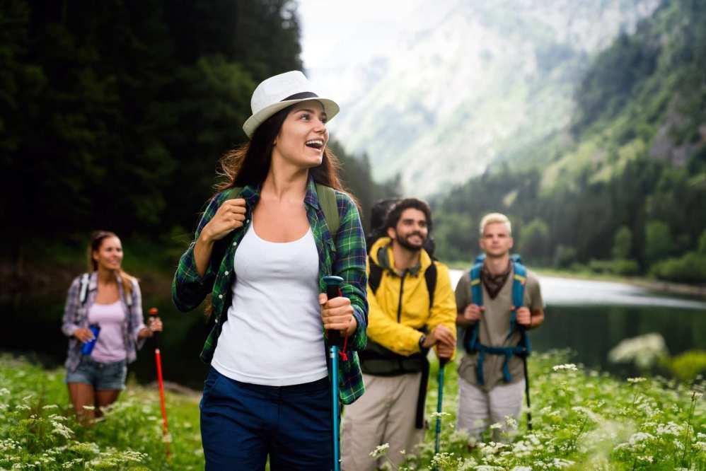 Le temps de l'automne et de ses paysages aux tons orangés, les feuilles mortes