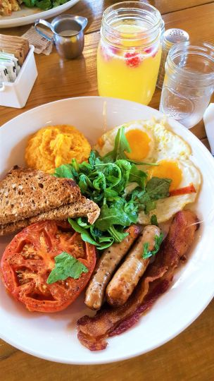 Restaurant Feature Articles