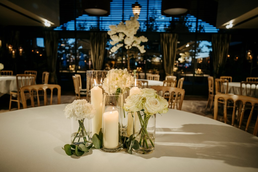 Little-Tin-shed-weddings-table-flowers-Lionhouse