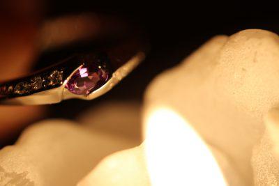 アレキサンドライト指輪ロウソクの光