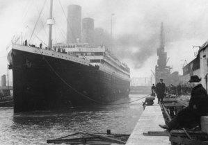 "Гигантски суперорганизъм поглъща ""Титаник"""