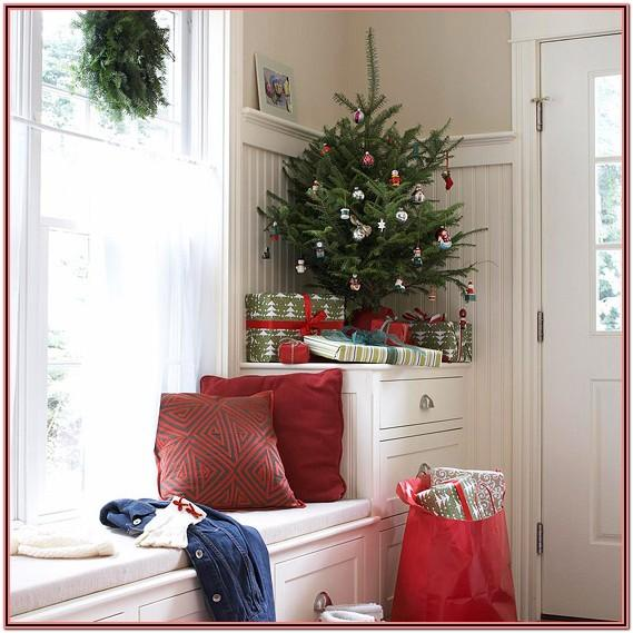 Living Room Christmas Decor For Small Spaces