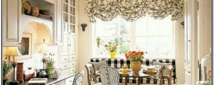 Living Room Decor Using Kitchen Chair