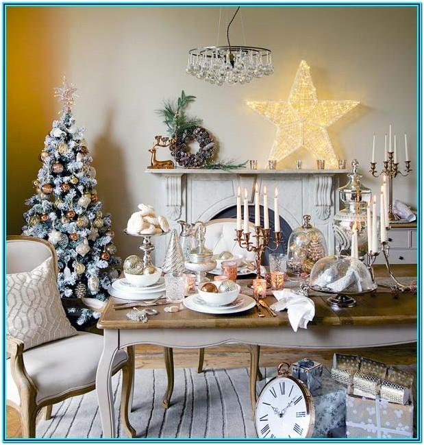 Pretty Living Rooms Decorated For Christmas