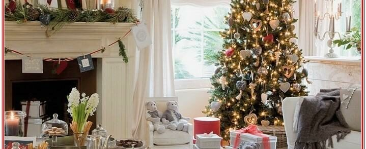 Simple Living Room Christmas Decorations In House