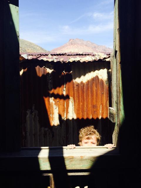 Peeking around Leadfield Ghost Town