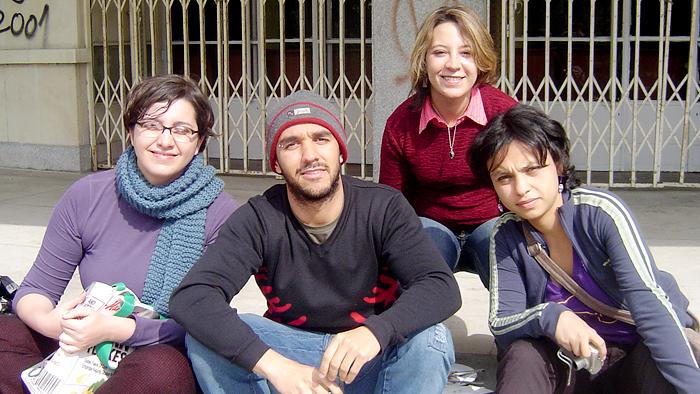 Denis e algumas colegas da universidade.