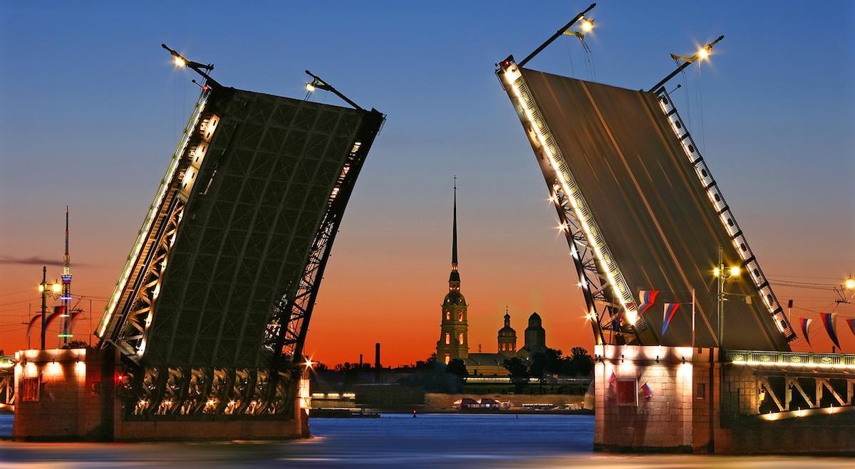 Ne ratez pas la danse des ponts à Saint-Pétersbourg