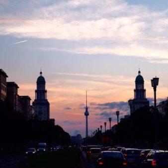 Panorama sur Berlin avec la Fernsehturm au loin, monument incontournable pour visiter Berlin en 1 jour