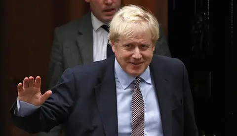 """NNN: El primer ministro británico, Boris Johnson, dijo el martes que habrá meses agitados por delante después de que los datos de desempleo mostraran que la pérdida de empleos en el Reino Unido alcanzó un máximo de una década. """"Siempre supimos que este iba a ser un momento muy difícil para las personas que perderían […]"""
