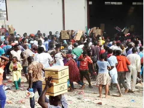 Looting of palliative warehouses continues in Abuja, Adamawa, Kogi, deaths  recorded in stampede – Punch Newspapers