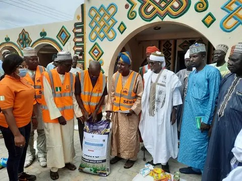 The National Emergency Management Agency (NEMA) has distributed relief materials to five communities that were recently attacked by bandits in Batsari Local Government Area of Katsina State. The Director-General of the Agency, AVM Muhammadu Muhammed (Rtd), presented the items to the victims in Batsari on Friday. Muhammed said that Garin Zaki, Yar Jiba, Salihawar Dakamna, […]