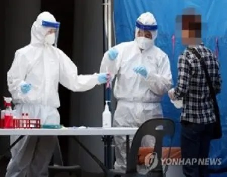 At least 11 employees at a local fast-food franchise were said to have tested positive for the new coronavirus, officials said on Wednesday, raising concerns over a possibly bigger outbreak. According to health authorities and the Seoul city government ten employees of Lotteria were found to have had a meeting at the franchise restaurant near […]