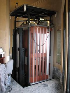 Hidden Elevator Vista House At Crown Point Opus2008