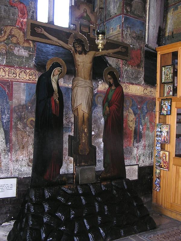 pintura en tabla de madera crucifixión de Cristo interior iglesia del Monasterio Neamt Targu Neamt Rumania 30