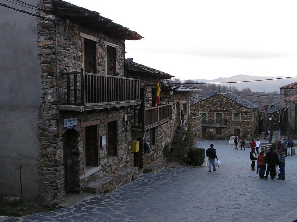 casas y calles de Valverde de los Arroyos Guadalajara 23