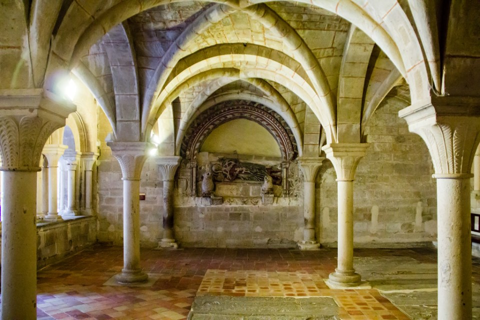 Arcosolio Sepulcro del abad Lope Ximenez Sala Capitular Real Monasterio de Santa Maria de Veruela Zaragoza