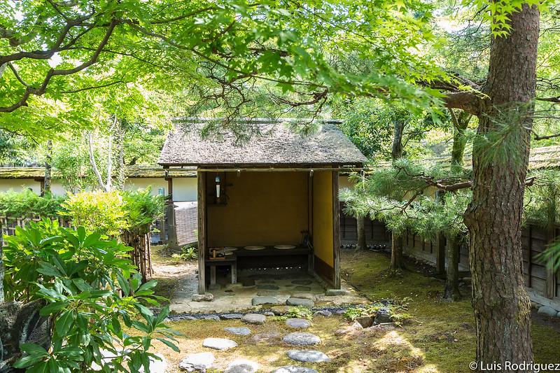 Jardín de entrada y sala de espera de una casa de té en el castillo de Aizu-Wakamatsu