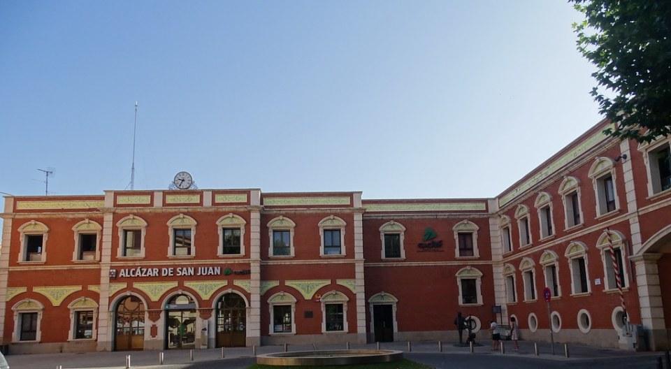 edificio exterior Estación del ferrocarril Alcázar de San Juan Ciudad Real 01