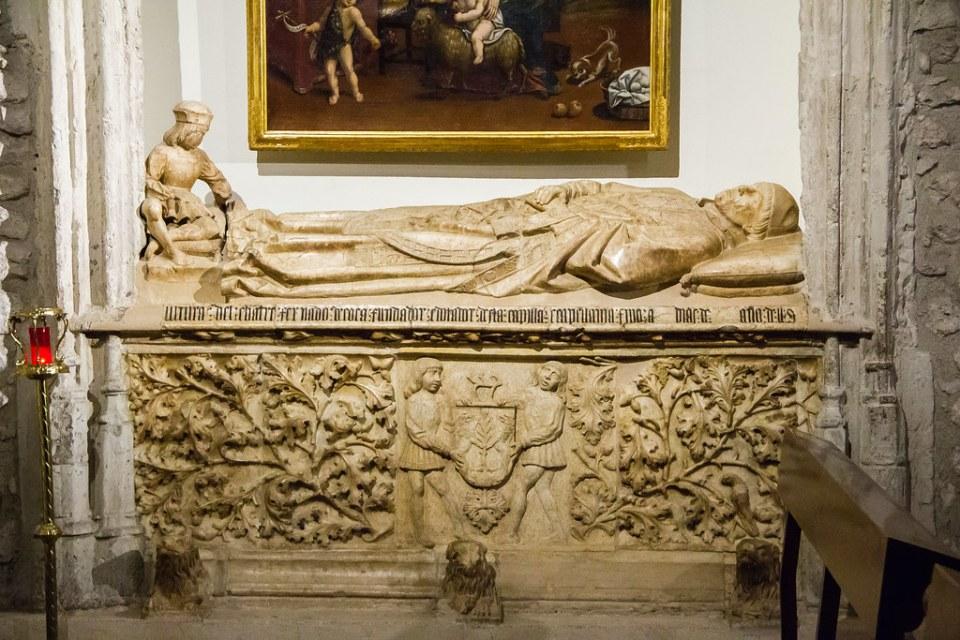 Sepulcro del Chantre de Coria Don Fernando Alonso de Coca en Capilla de los Coca Iglesia de San Pedro Ciudad Real