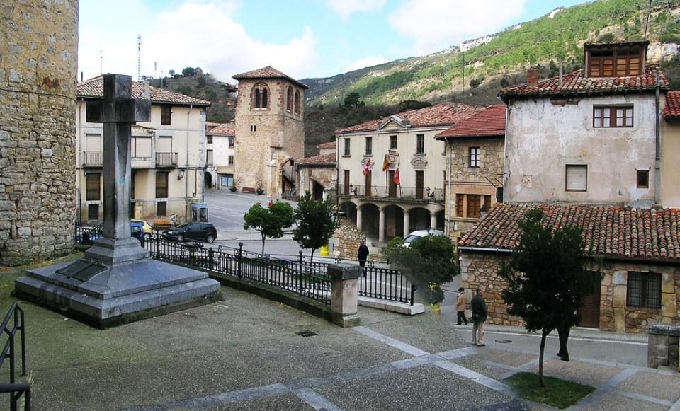 Burgos Plaza del Ayuntamiento Oña 02