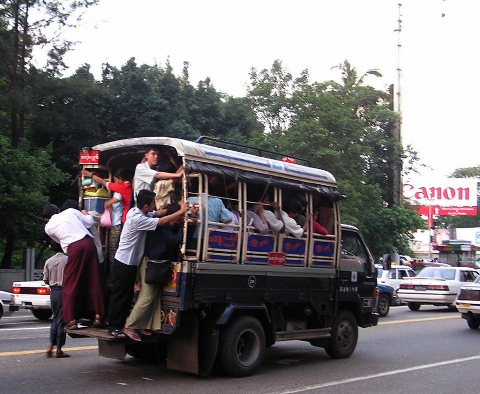 camion de transporte de personas Myanmar Birmania 09