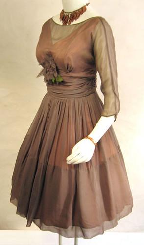 フレア・スカートの写真例。