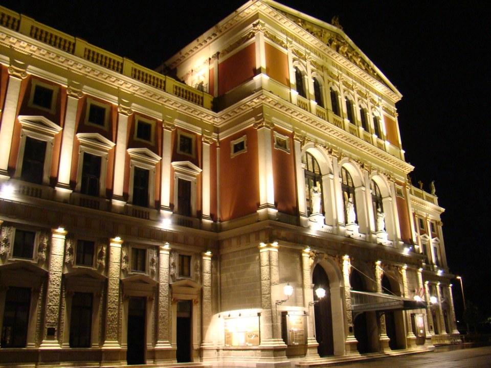 exterior de noche Club de Música de Viena Austria Patrimonio de la Humanidad Unesco 01