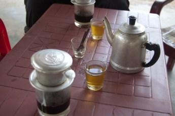 Cafe Sua Nong und Tee