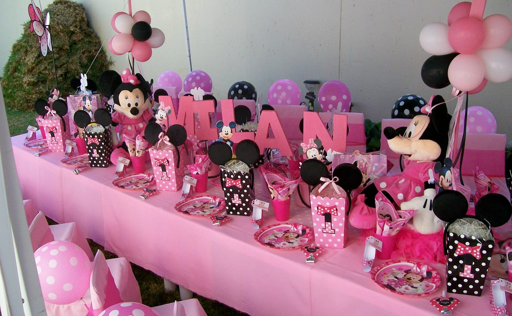 Minnie Mouse 1st Birthday Party Treasures And Tiaras Kids Parties Flickr
