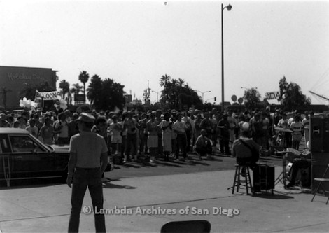 P116.026m.r.t San Diego Walks For Life 1986: Crowd watching and listening to band