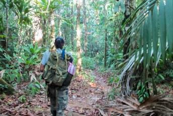 Onze gids loopt er bij als een militair, terwijl Costa Rica helegaar geen leger heeft.