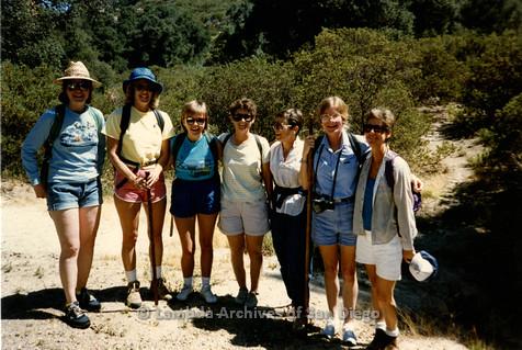 P008.132m.r.t Oakzanita Peak 1986: group photo on top of peak