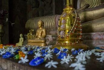 binnen in de Gadaladeniya tempel