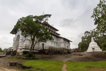 en dit is de Lankatilake tempel die op een bankbikjet is afgebeeld en half buddhistisch en half hindoeïstisch is.