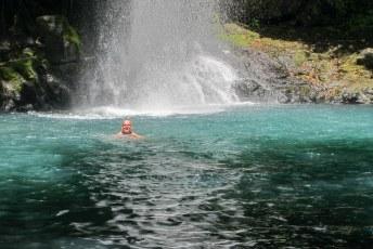 En zwemmen bij de waterval.