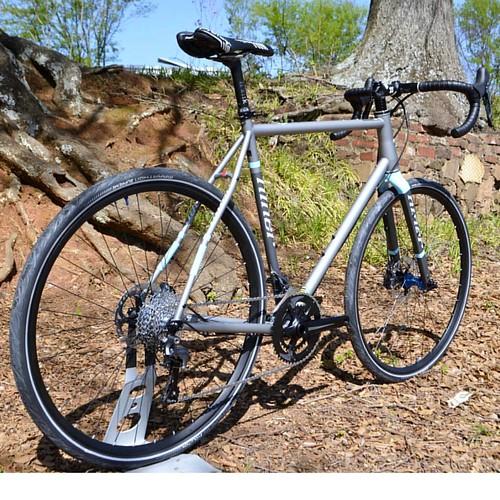 Niner Custom. #whiteindustries #dtswiss custom wheels. #3tcycling bar and stem with #praxisworks crank #gravelbike #gravelcyclist #roaddisc