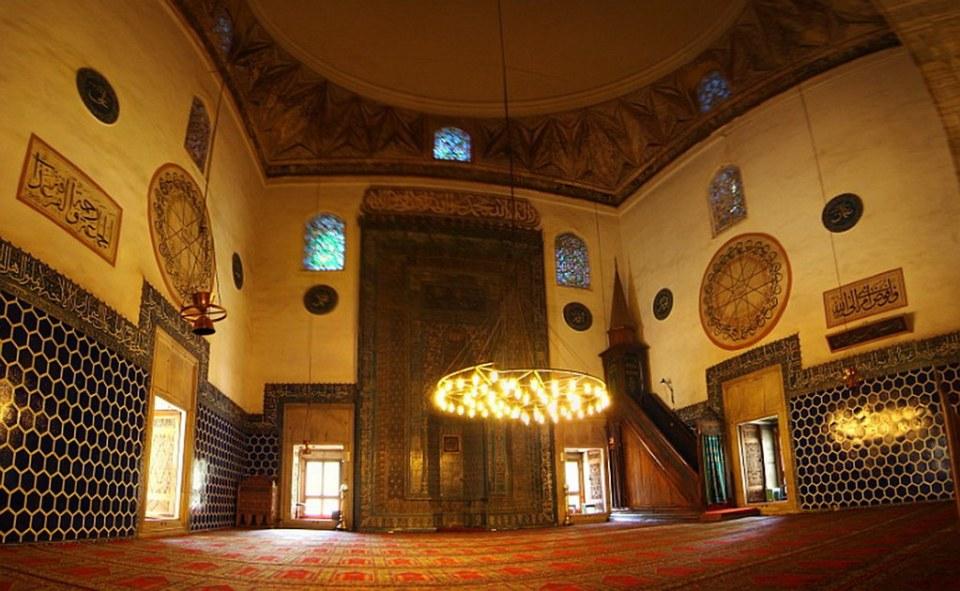 mihrab y pulpito o mimbar interior Mezquita Verde Yesil Camii Bursa Turquía 34