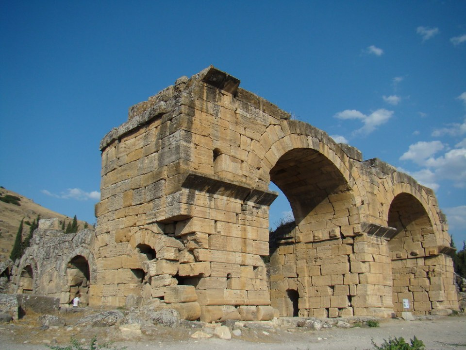 antiguos baños termas y Basílica Bizantina de antigua ciudad de Hierápolis Pamukkale Turquía 02