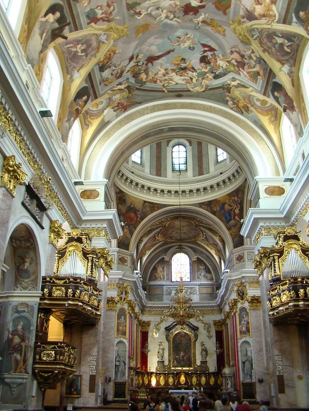 altar mayor interior Catedral de San Nicolás Liubliana Eslovenia 05