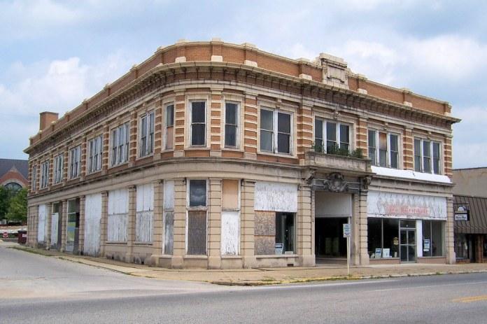 1909 DH Davis building, Brazil, IN