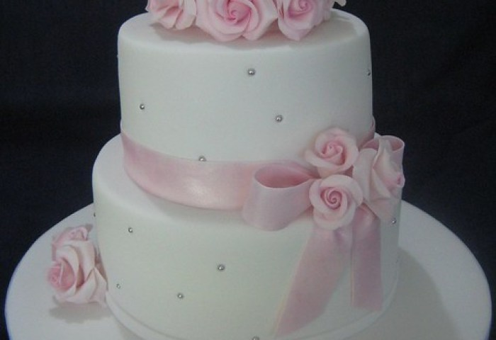 White Wedding Cake Pink Roses White Wedding Cake With Pi Flickr