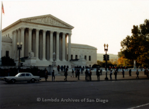 P019.227m.r.t Second March on Washington 1987: U.S. Supreme Court and police barricade