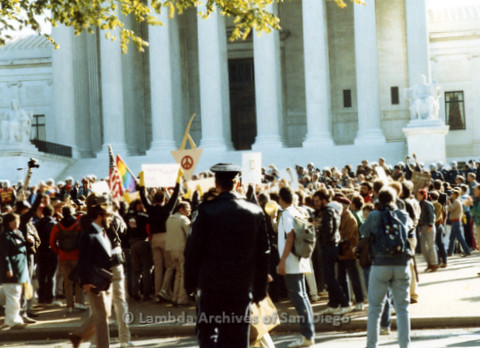 P019.260m.r.t Second March on Washington 1987: Crowd of protesters outside the U.S. Supreme Court