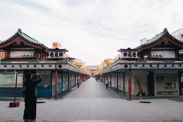 Sensoji Temple: Nakamise Street