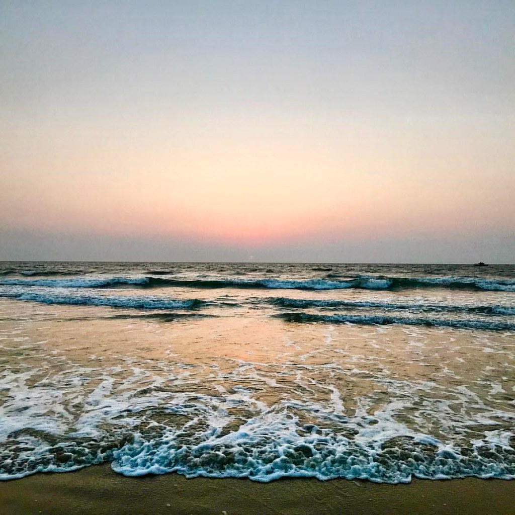 W Goa Beach Waves Varca India Ashwin John Flickr