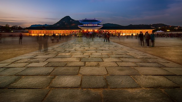 Gyeongbok Palace Path 경복궁 - Seoul, South Korea