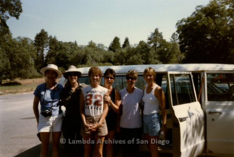 P008.122m.r.t Cuyamaca 1986: Group photo in front of car